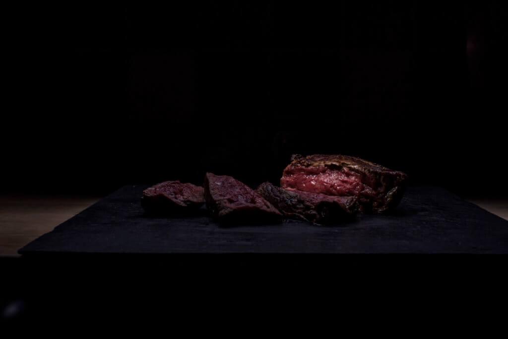 Steak dunkel aufgeschnitten